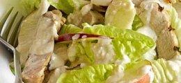 Ensalada César con manzana y mostaza